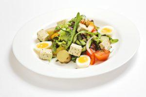 fatburner-gesunder-salat-mit-ei