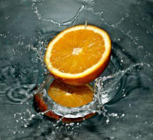 was-regt-den-stoffwechsel-an-wasser-mit-Orange